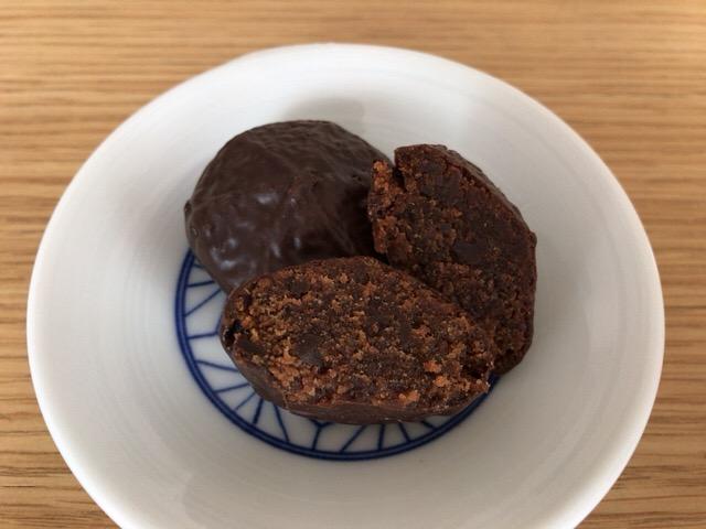 梅ゼリーとチョコチップを混ぜ込んだチョコスポンジケーキ