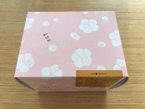 桃の花の絵柄の箱