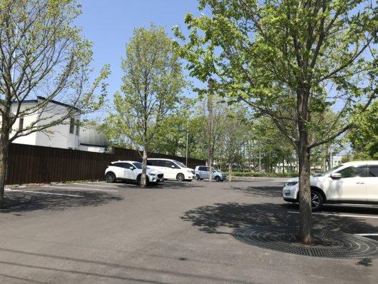 店舗前の駐車場